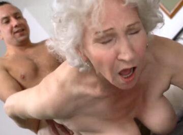imagen Vuelve el follaviejas destrozando a una anciana