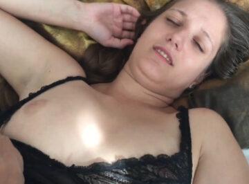 imagen Zorrita de 35 años, la despierta para correrse dentro