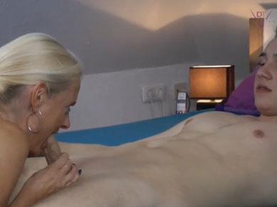 El chaval pierde la virginidad con su madre