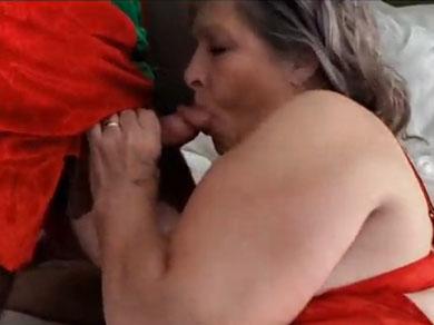 Una polla es el mejor regalo para mamá